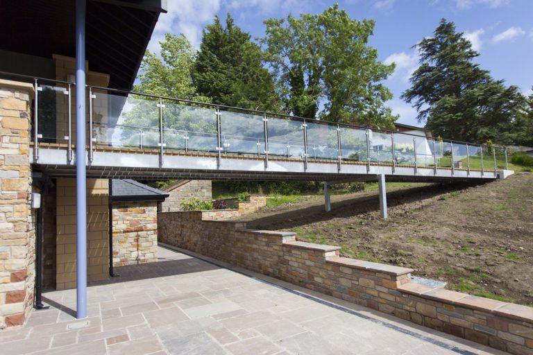 Balustrade-glaspanelen-gehard-gelaagd-leuning-glasklemmen